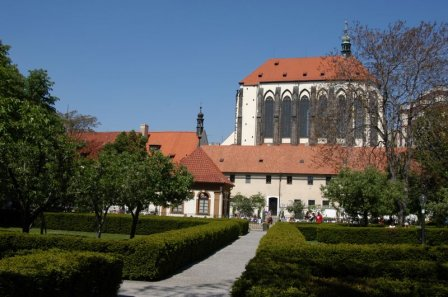 Францисканский сад и церковь Девы Марии Снежной