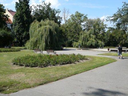 Самое время расслабиться в парке на Карловой площади