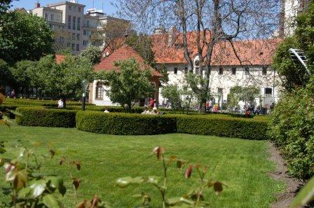 Зеленые участки францисканского сада