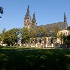 Парк у собора святых Петра и Павла