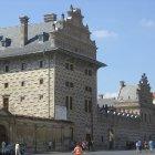 В Шварценбергском Дворце есть большие камины, как вы можете догадаться глядя на большие дымоходы