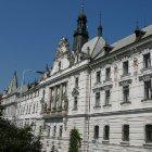 Дворе с красивым фасадом на Карловой площади