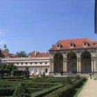 Сад у Вальдштейнского Дворца