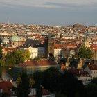 Карлов Мост и черепичные крыши Праги