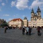 Группа туристов на староместской площади