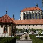 Тишина и покой в францисканском саду на Mustek