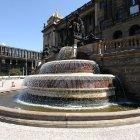 Фонтан возле Национального музея Праги