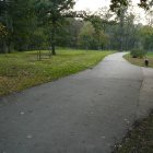 Одна из многих дорожек парка