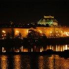 Ночной вид на Национальный театр Праги