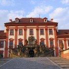 Тройский дворец