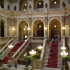 Парадная лестница в Национальном музее Праги