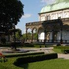 Летний дворец в королевском саду