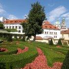 Цветочный лабиринт садов под Пражским Замком