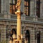 Статуя золотой Музы