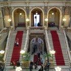 Впечатляющая лестница в Национальном музее
