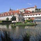 Вальдштейнский сад с Пражским Градом на заднем фоне