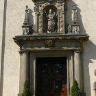 Главный Вход в церковь Девы Марии Торжествующей