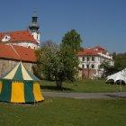 Исторические шатры приготовленный к сотой годовщине Пражского Бржевнова