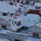 Зимняя вышивка на крышах