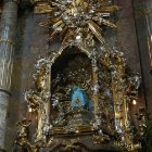 Мраморный алтарь в собре Девы Марии Торжествующей