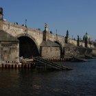 Карлов мост - вид снизу